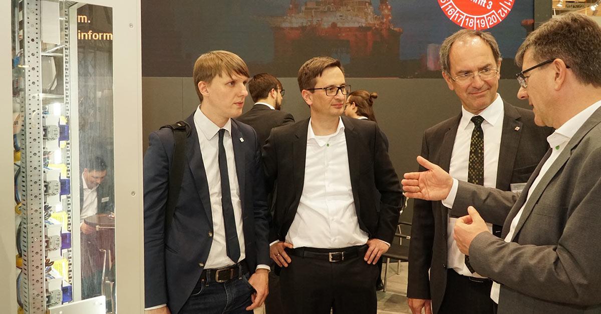 Regierungspräsident Ullrich besucht Bender auf der Hannover Messe
