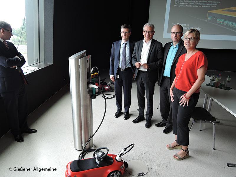 Hoher Besuch in Grünberg: Wirtschaftsminister Tarek Al-Wazir von Bender GmbH & Co. KG beeindruckt